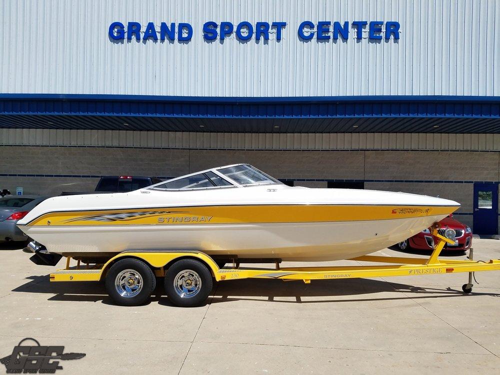 2003 Stingray 230 Bowrider