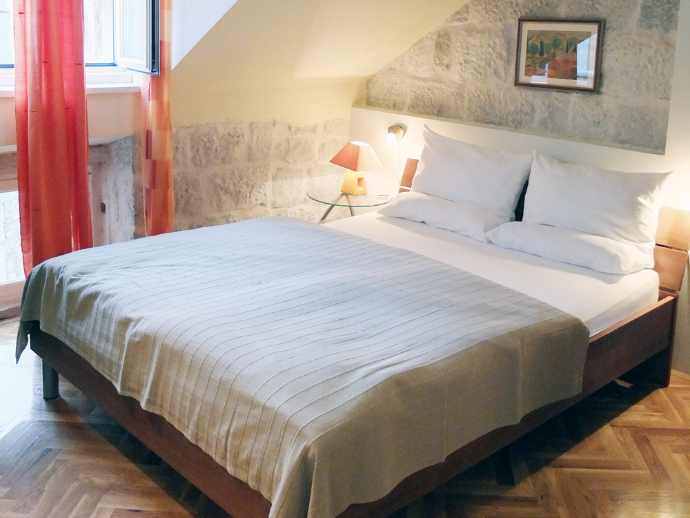 STAY // Our charming apartment in Old Town, recommended by Rick Steves and found on Booking.com