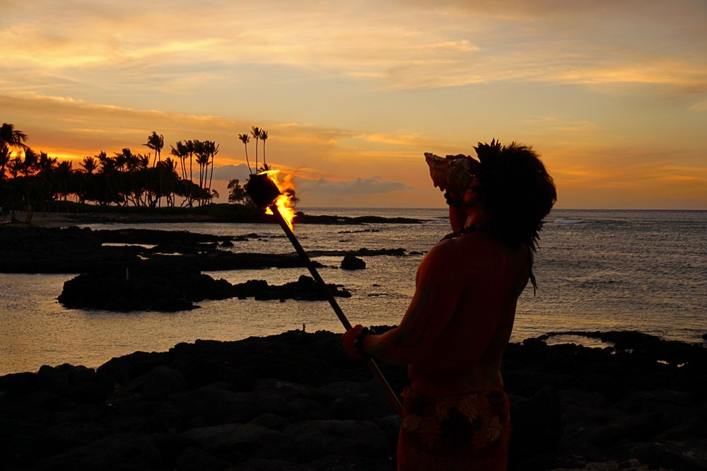 fairmont orchid tiki torch light