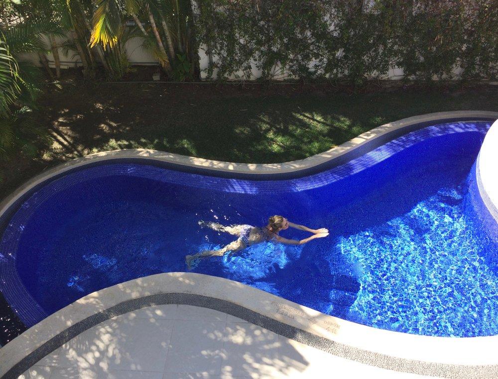 Pool por uno, por favor.