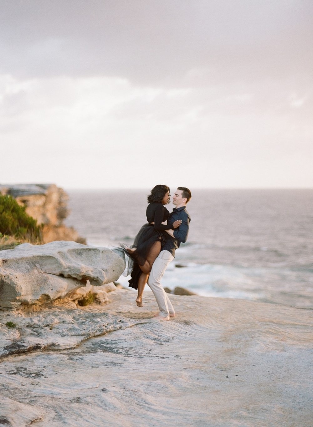 Coastal Sydney couples session by Mr Edwards Photography_0737_1137.jpg