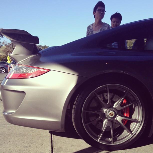 Admirers. #porschegt3 #porsche #911 #porsche911 #porschewheel (at Sonnen Porsche)