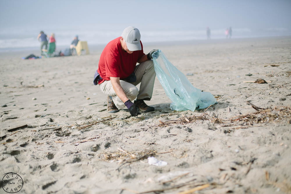 Marin Photographer covers beach cleanup at Stinson Beach.   Event photography in Marin by Anise LeAnn