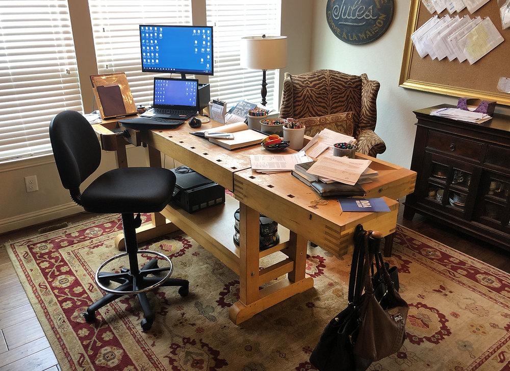 Office desk2.jpg