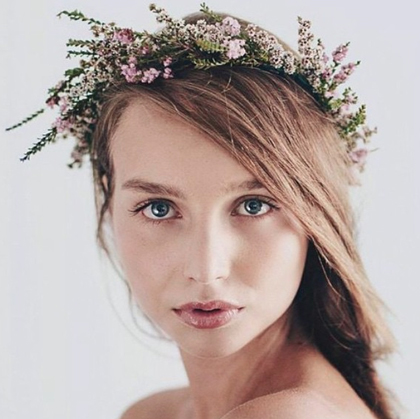 Flower crown by Little Wren Flowers.
