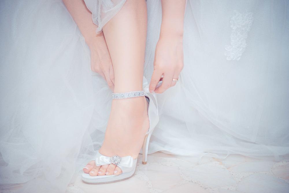 Bride wear wedding shoe Bokelicious Photography