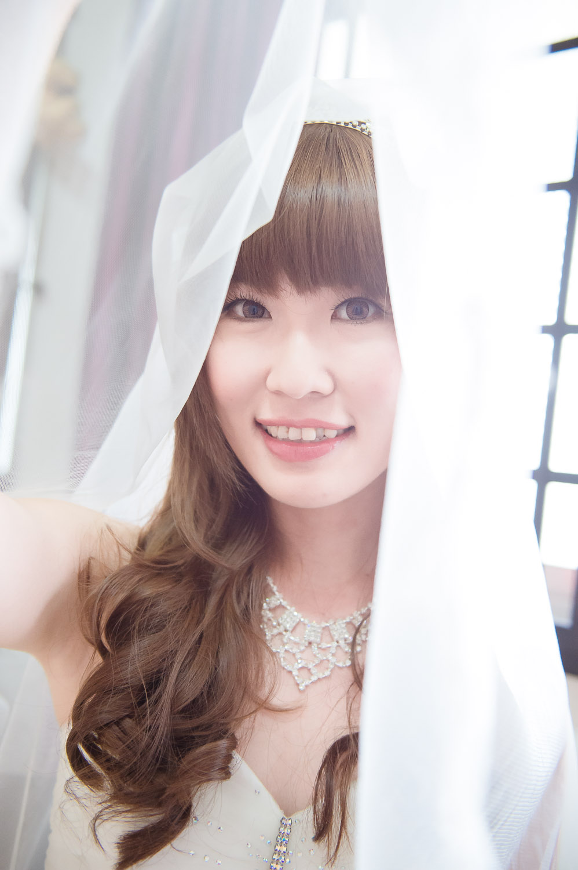 bride with veil Bokelicious Photography