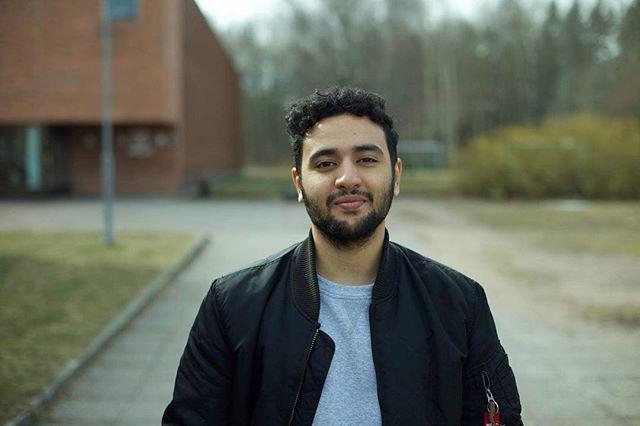 Hej! Mitt namn är Amin och jag är 19 år gammal. Jag är född och uppvuxen i stockholm och sitter som styrelseledamot i SVUNG.  Mitt engagemang för ungdomspåverkan och politik startade när jag gick i grundskolan och fick höra om vårt lokala ungdomsfullmäktige. För mig kändes det mäktigt att det fanns en organisation där man kunde nå politiker och få min röst hörd. Jag gick med i Botkyrka ungdomsfullmäktige så snabbt som möjligt och sitter för nuvarande som ordförande efter 4 år av deltagande. Under åren har jag aktivt kämpat med att få ungdomars röster hörda men känner nu att det är dags att jobba mer nationellt än lokalt och det är det SVUNG betyder för mig, att möjliggöra för ungdomar att synas och höras runtom hela landet. Jag kommer engagera mig i SVUNG eftersom jag driver för inkludering och brinner verkligen för att vi ungdomar ska synas och höras då det snackas för mycket om ungdomar men aldrig med ungdomar. I Botkyrkas ungdomsfullmäktige säger vi att ungdomar är inte bara framtiden men även nuet och jag vill se till att alla ungdomar ska känna det och våga få deras röster hörda. Mitt fokusområden kommer därför vara att ge ungdomar plattform för att nå politiker och även se till att de grupper som inte hörs i samhället får möjlighet att synas och dela med sig av deras åsikter och erfarenheter. Demokrati definieras oftast med att alla har en röst och får tycka och säga vad de vill men tyvärr så lyfts inte mångas röster upp och därför vill jag aktivt arbeta med detta så att alla oavsett etnicitet, könsidentitet, sexuell lägning eller nationalitet ska få höras och vara en del av det demokratiska samhället.  fun fact: Jag är jätte dålig på att minnas namn