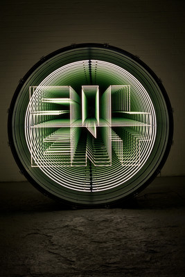 Iván Navarro Silent Listen, 2016 / Drum, LED lights, mirror, one-way mirror and electric energy 183 (diam.) x 61 (deep) cm; 72 (diam.) x 24 in. Courtesy Galerie Daniel Templon, Paris et Bruxelles