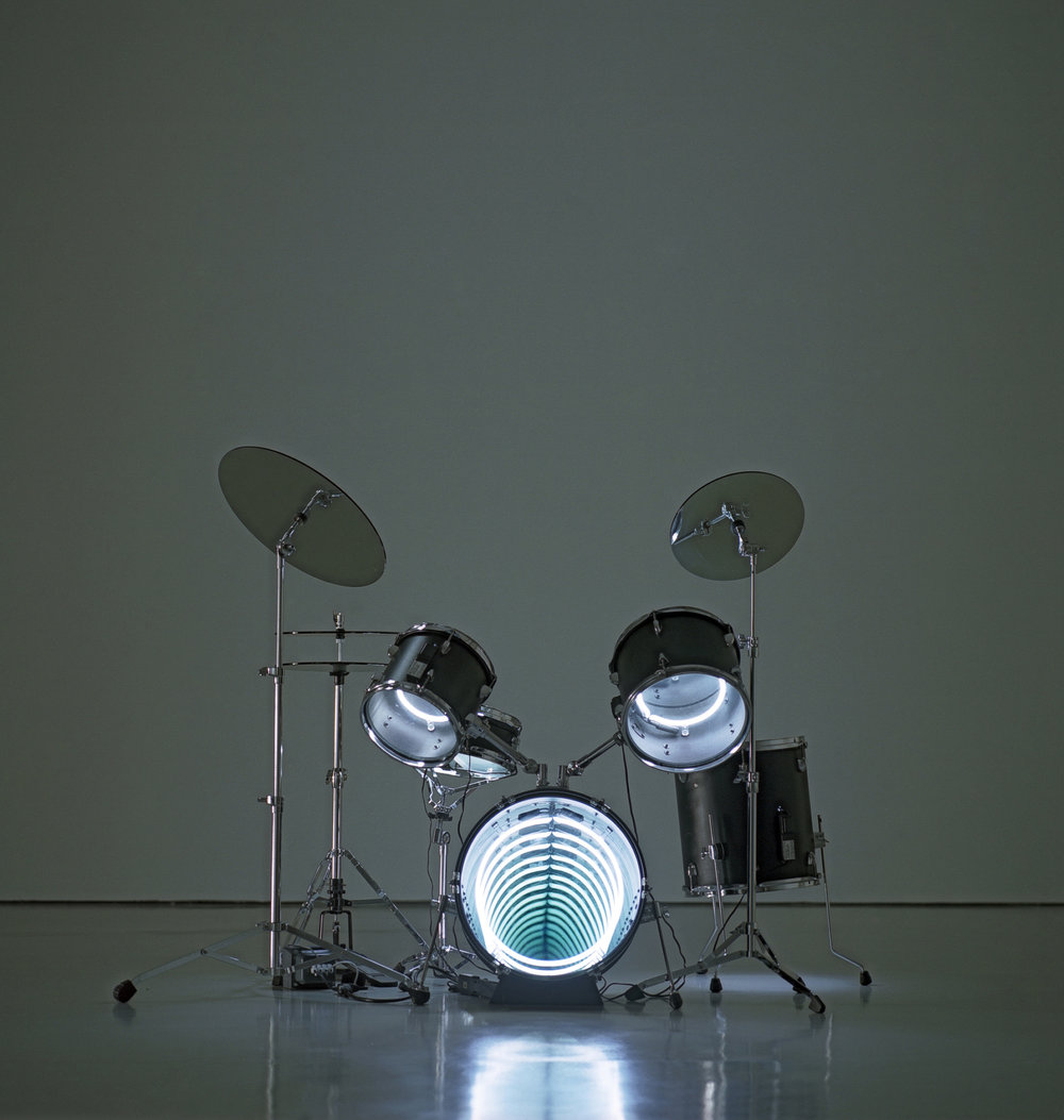 Drums, 2009 Neon lighting, plywood, metal, mirror, electric energy 122 x 160 x 122 cm 48 x 63 x 48 in.  Photo : Jorge Martinez Muñoz  Courtesy Galerie Daniel Templon, Paris and Bruxelles.