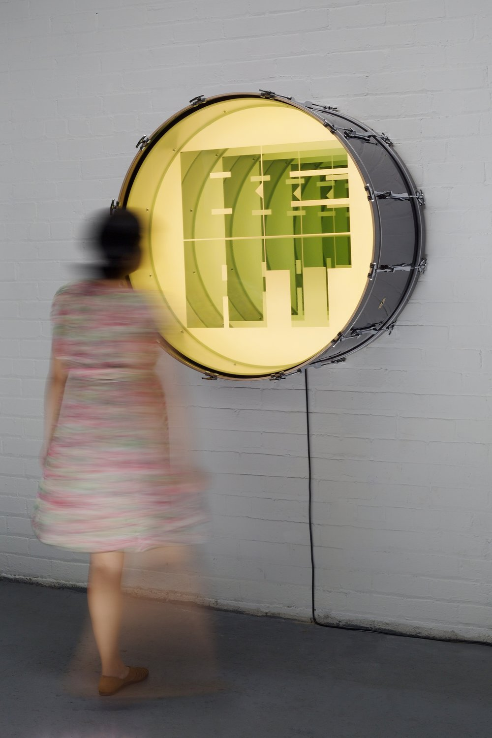 Iván Navarro, Beat, 2016, Drum, LED lights, mirror, one-way mirror and electric energy, 91.5 (diam) x 56 (depth) cm, Courtesy of the Artist and Galerie Daniel Templon