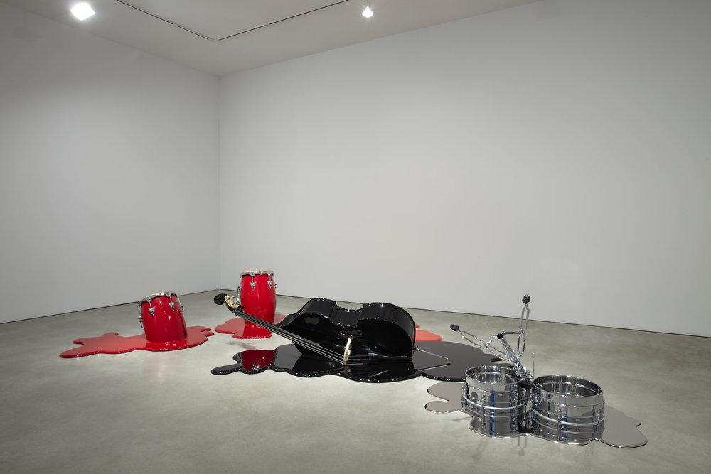 LOS CARPINTEROS | Cuarteto (2011) | Madeira pintada, metal e bronze cromado Coleção particular Comodato, Musée d'art contemporain de Montréal, Quebec