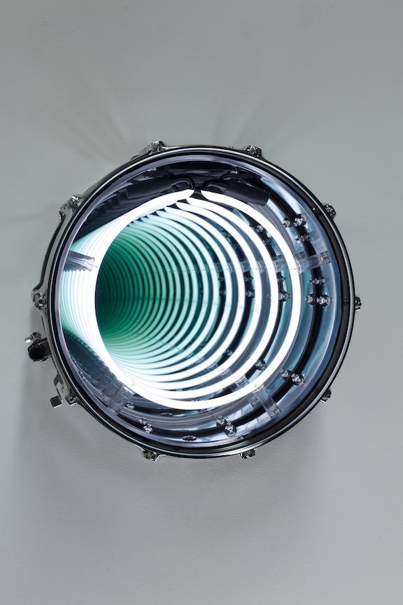 Ivan Navarro  War Hole II -  2018   Drum, neon, one-way mirror, mirror and electric energy Diam. 39,4 x 21 cm; Diam. 15 1/2 x 8 1/4 in.