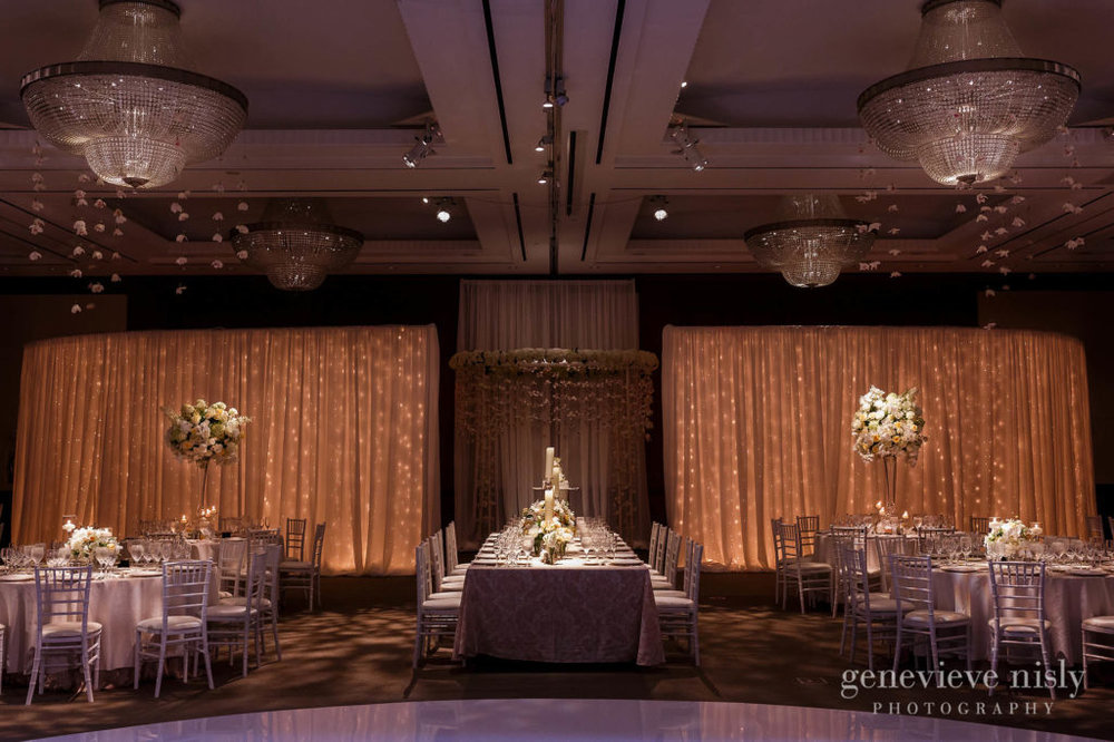Elissa-Brad-036-intercontinental-hotel-cleveland-wedding-photographer-genevieve-nisly-photography-1024x682.jpg