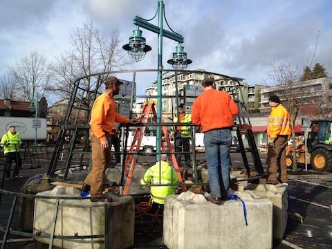City crews assembling the Christmas Tree, 2011