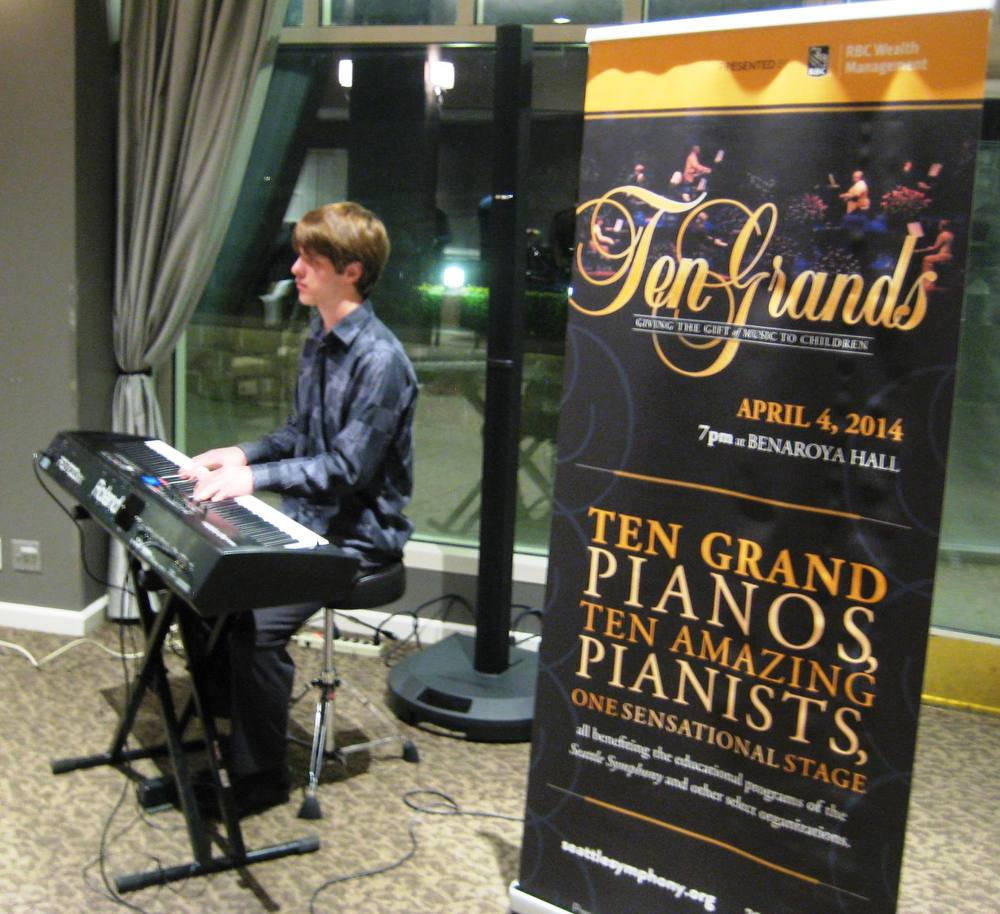 Pianist Mac Potts playing at the Jan 27 meeting of the Rotary Club of Kirkland