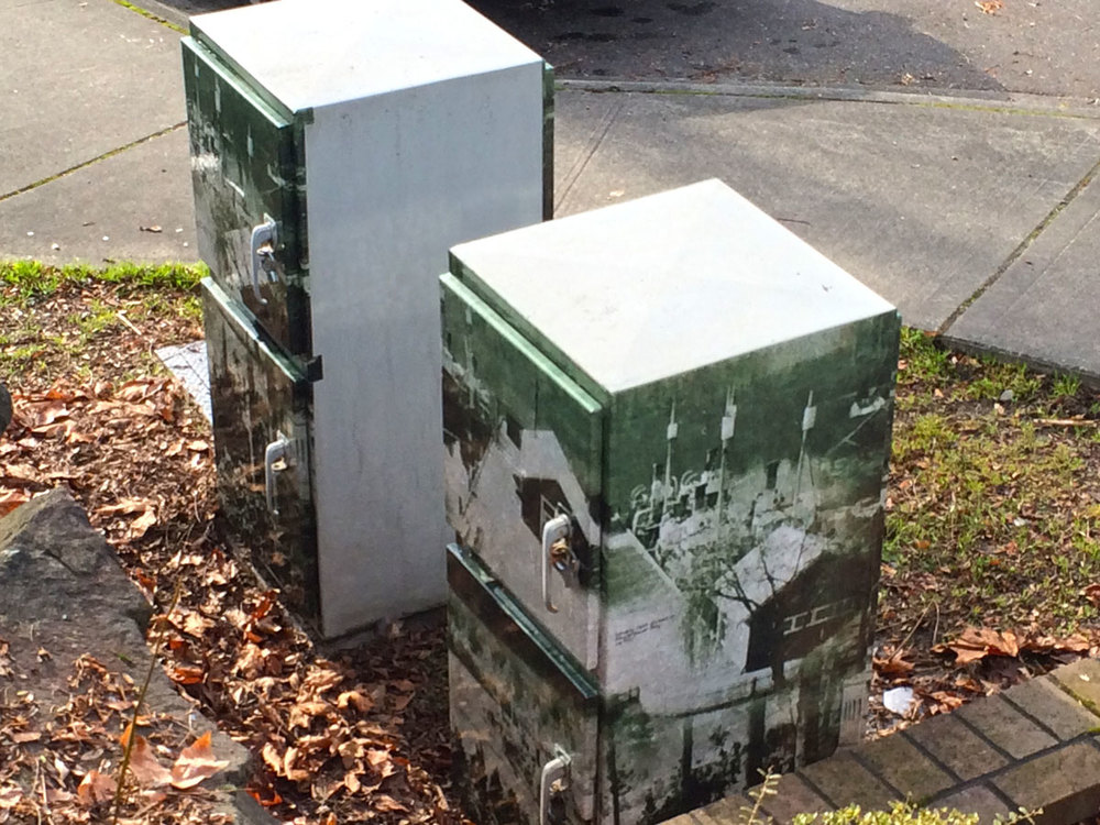Utility boxes on Old Bellevue Main depict the early 20th century ferry terminal in Meydenbauer Bay.