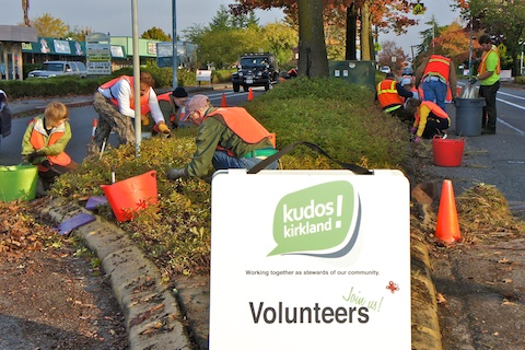 Kudos Kirkland volunteers cleaning Market Street medians, 2011