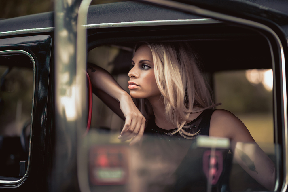 Mandy's Taxi-8-2-leaning out.jpg
