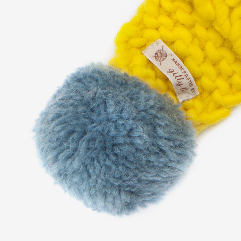 yellow_scarf_pompom.jpg