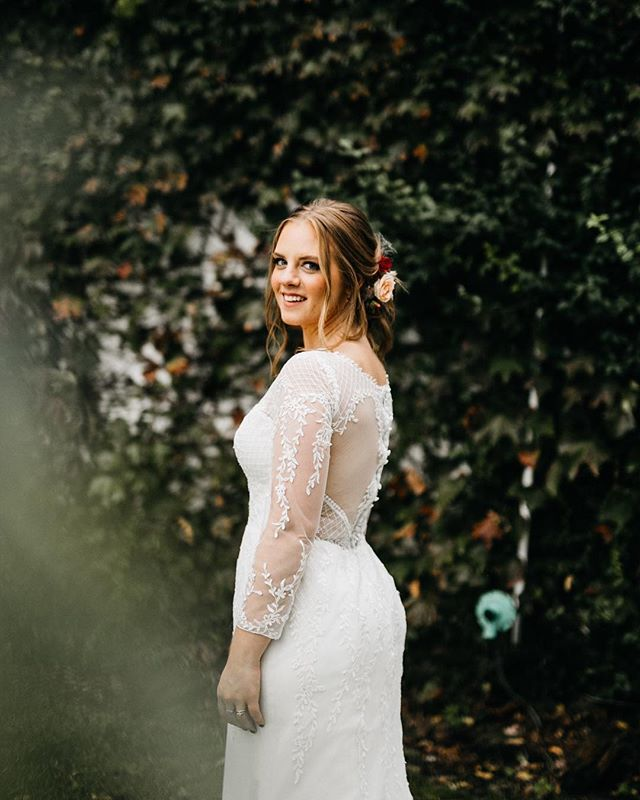 Kaitlin made such a gorgeous bride • • • • • • #kaileywatsonphoto #adventurebride #bridesofok #weddingphotography #weddingdetails #radstorytellers #weddinginspo #loveandwildhearts #greenweddingshoes #weddingplanning #loveauthentic #junebugweddings #destinationweddingphotographer #bridalphotographer #couplesphotography #engagementphotos #lookslikefilm #huffpostido