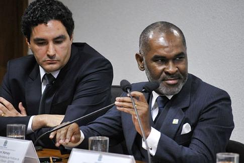 Giovanni Harvey (D) representou o Governo. Foto: Geraldo Magela / Agência Senado