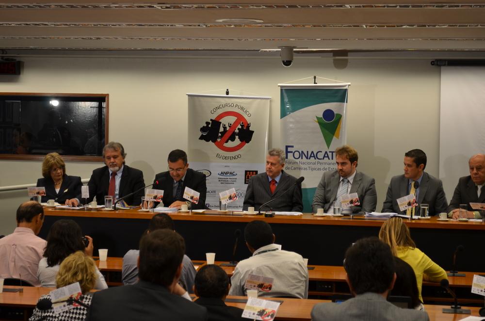 Senador Rodrigo Rollemberg presidiu o seminário. Foto: Filipe Calmon/ANESP