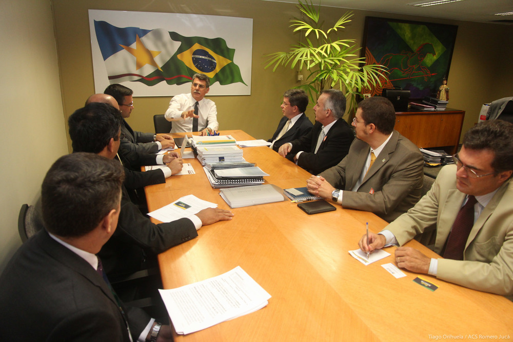 Senador Romero Jucá em reunião com membros do Fonacate. Foto: Tiago Orihuela / Senado