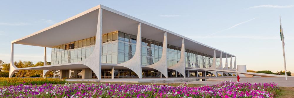 Palacio Presidencial, Brasília, Brasil. Los pilares modernos del palacio fueron adoptados como símbolo de la ANESP.
