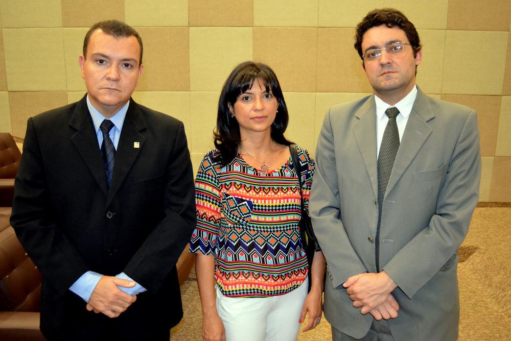 Ana Mesquita ladeada pelo Presidente da ANESP João Aurélio e o Diretor de Assuntos Jurídicos da Associação, Alex Canuto. Foto: Filipe Calmon / ANESP