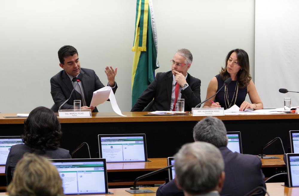 Deputado Marçal Filho (E) teve o parecer aprovado pela comissão especial da PEC 170 Foto: Antonio Araújo / Câmara dos Deputados