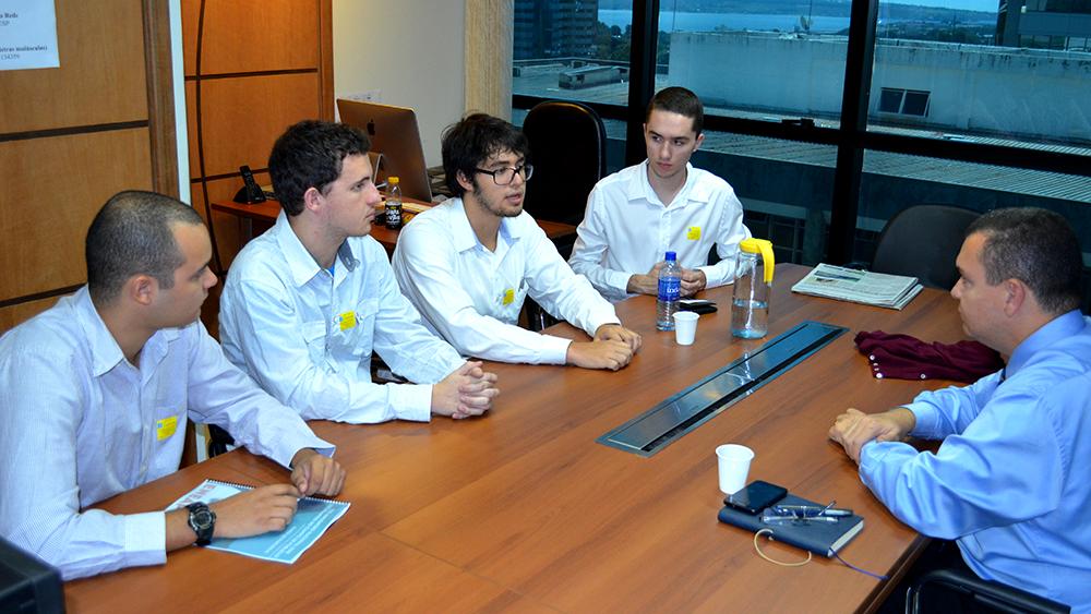 Estudantes organizadores do ENEAP Rio 2014 e o presidente da ANESP, João Aurélio. Foto: Filipe Calmon
