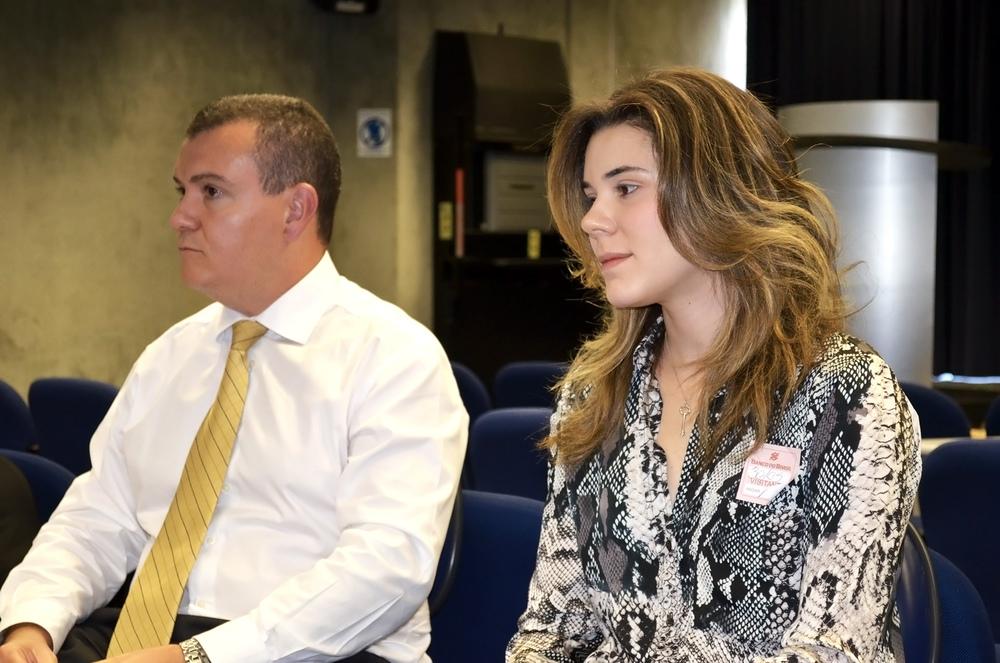 João Aurélio ao lado da advogada Julia Pauro.