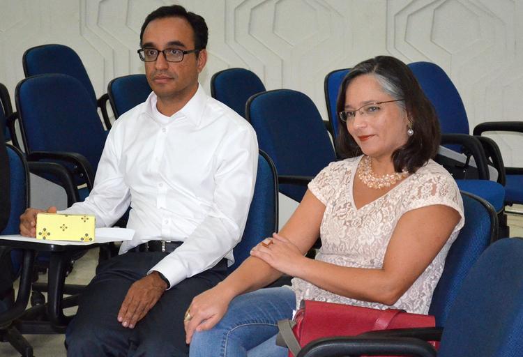 Jeovan Assis, Diretor Sócio-Cultural, e Leila Ollaik, Diretora de Estudos e Pesquisas e responsável pela publicação e pelo evento de lançamento da ResPvblica