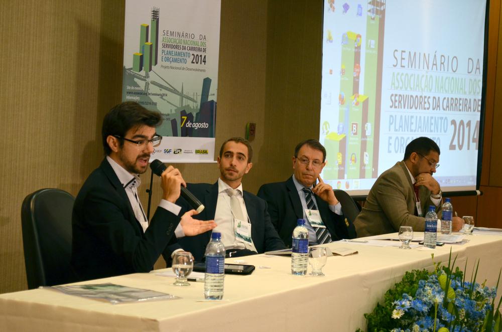 Cada debatedor teve 25 minutos para considerações iniciais.Foto:Filipe Calmon / ANESP