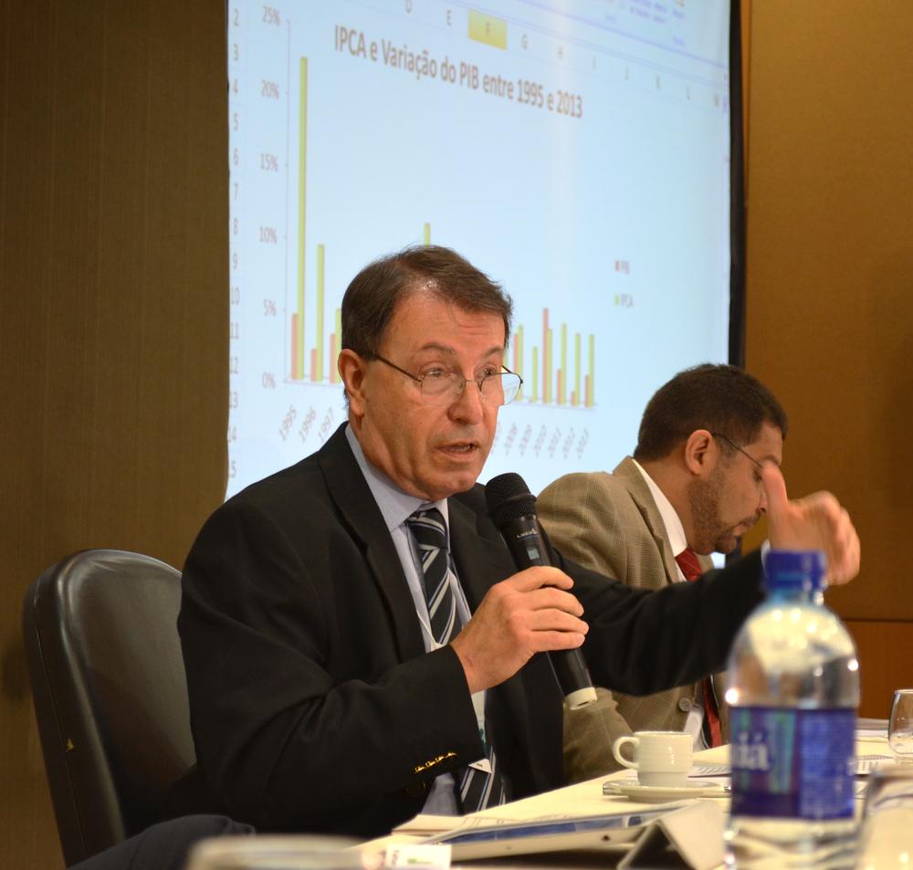 Roberto Piscitelli é professor da UnB e consultor da Câmara dos Deputados. Foto: Filipe Calmon / ANESP