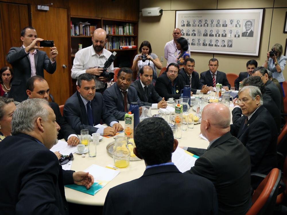 O Presidente da ANESP, João Aurélio, e outros líderes de entidades filiadas ao Fonacate, em encontro na Câmara dos Deputados. Foto: Filipe Calmon / ANESP