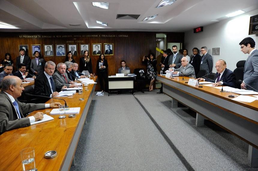 Reunião da comissão mista que aprovou a MP 632, que autoriza a licença classista para servidores federais (Foto:Moreira Mariz/Agência Senado)