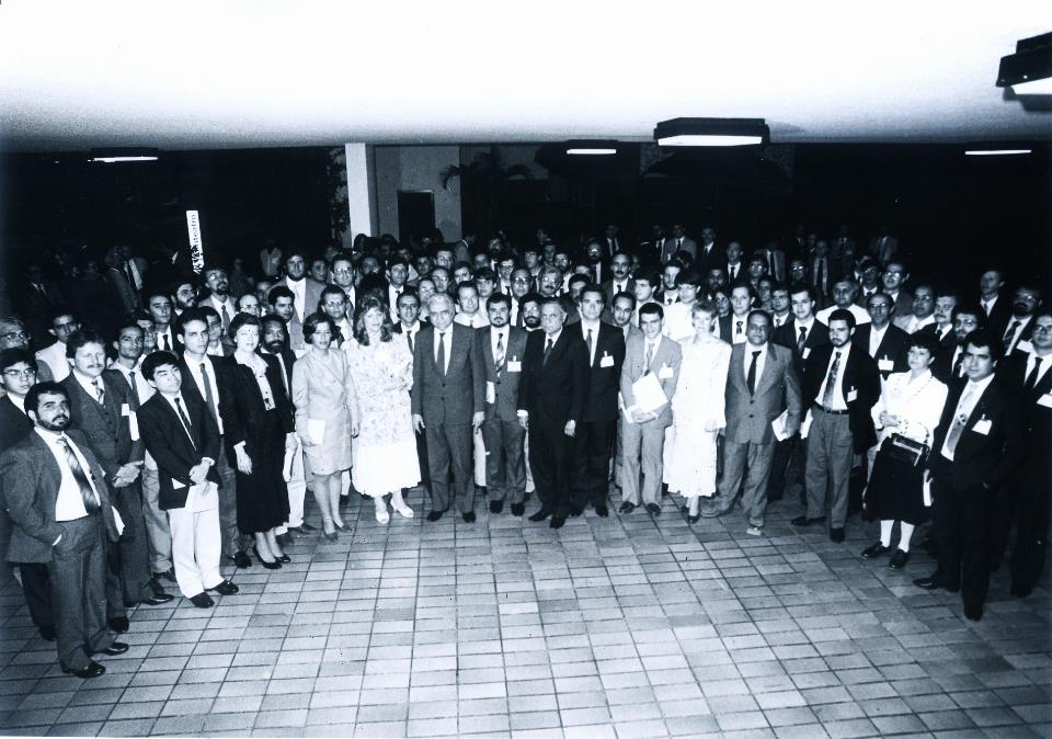 Foto: Revista do Serviço Público (imagem dos aprovados no concurso para EPPGG com o ministro Aluízio Alves) - Edição de Jul a Dez de 1988