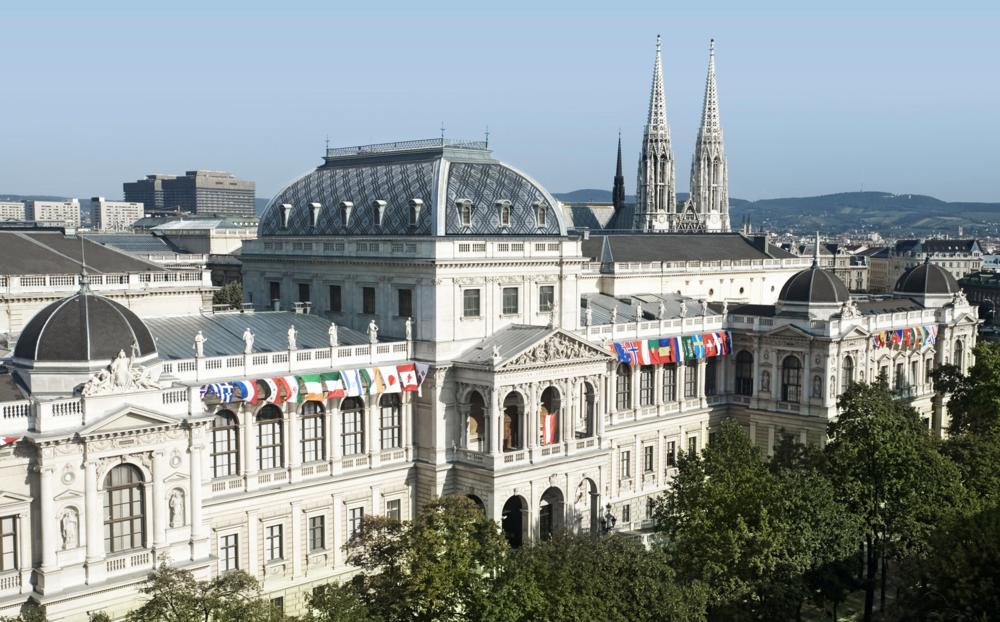 A fachada principal da Universidade de Viena. Prédio foi construído entre 1873-1884, com assinatura do arquiteto Heinrich von Ferste. Foto: Vienna University