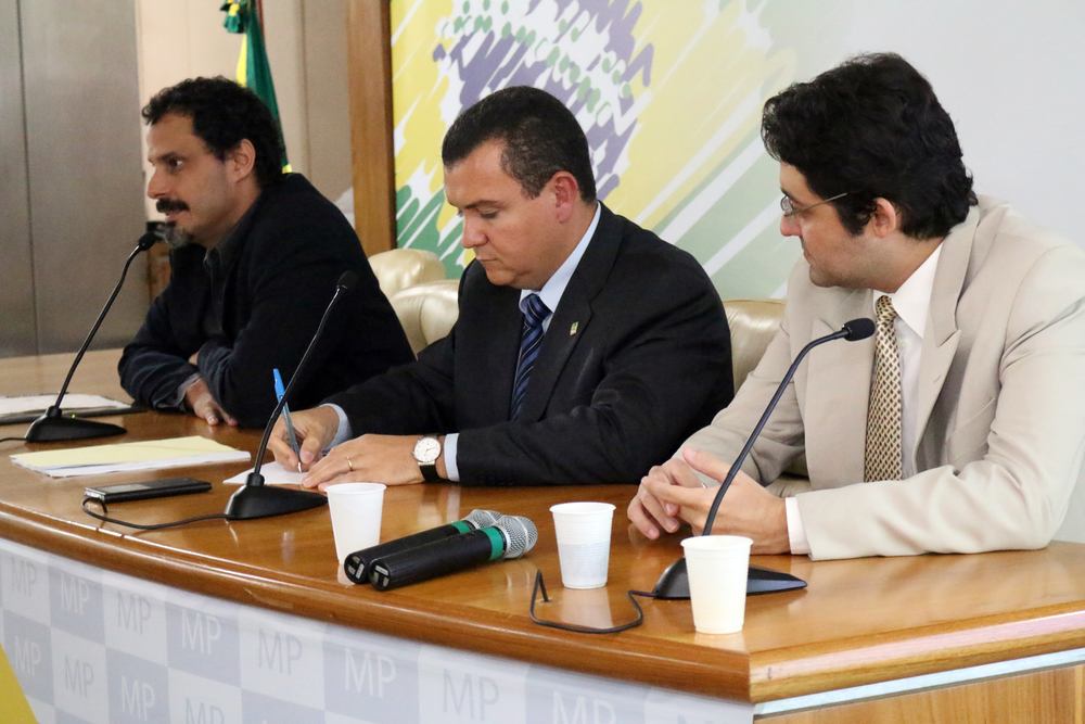 Andrei Soares, João Aurélio e Alex Canuto - AGE 16-04-2015.jpg