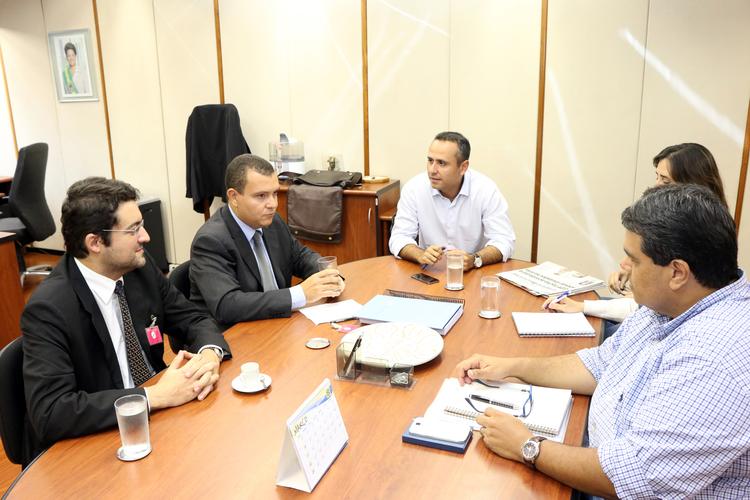 Presidente João Aurélio e Diretor Jurídico Alex Canuto em reunião com a SEGEP.