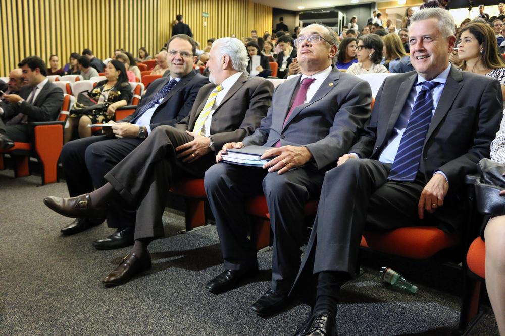 Ministros Nelson Barbosa e Jaques Wagner, Ministro do STF Gilmar Mendes e Governador do DF, Rodrigo Rollemberg, participaram do Seminário.