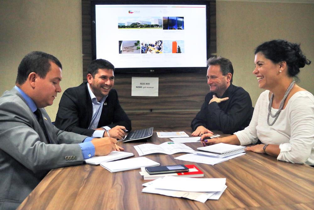 Presidentes de entidades do Ciclo de Gestão promoveram diversas reuniões para viabilizar lançamento do site. A partir da esquerda:João Aurélio (ANESP),Márcio Gimene (Assecor), Fábio Schiavinatto (Afipea)e Juliana Pires (AACE)