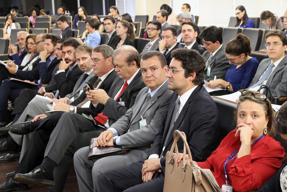 Presidente João Aurélio ladeado pelo Diretor Jurídico, Alex Canuto, e pelo ex-Presidente da ANESP Luiz Alberto dos Santos.