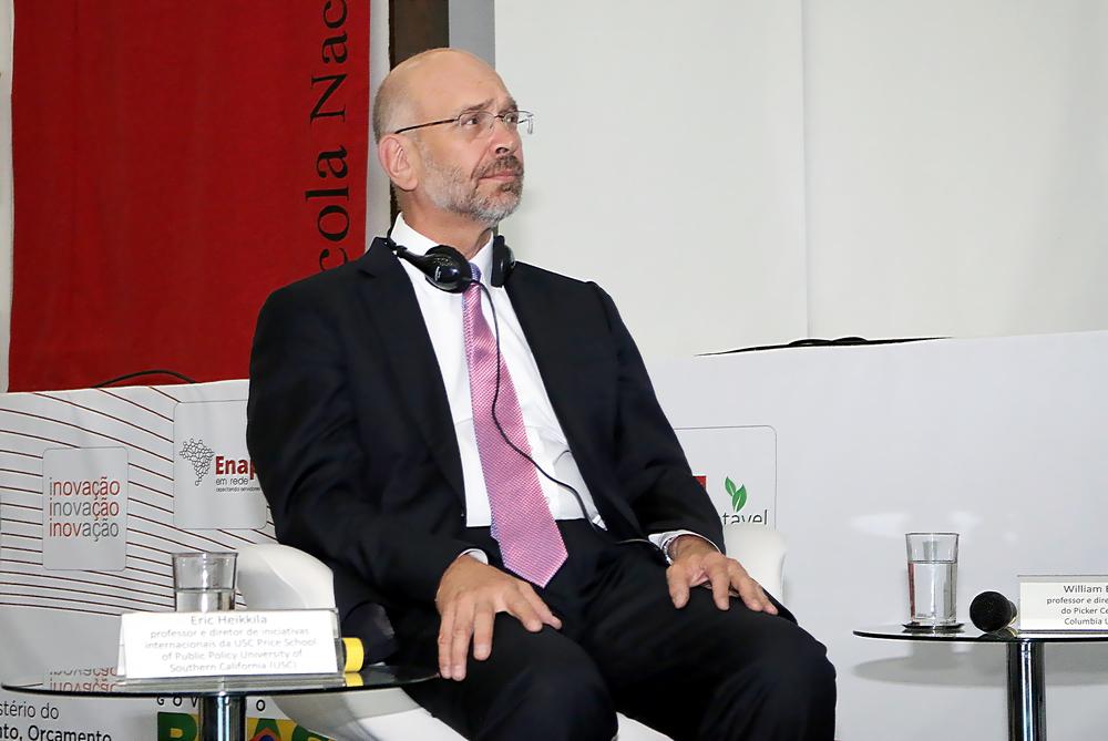 Eric Heikkila é professor e Diretor da Universidade do Sul da Califórnia - EUA