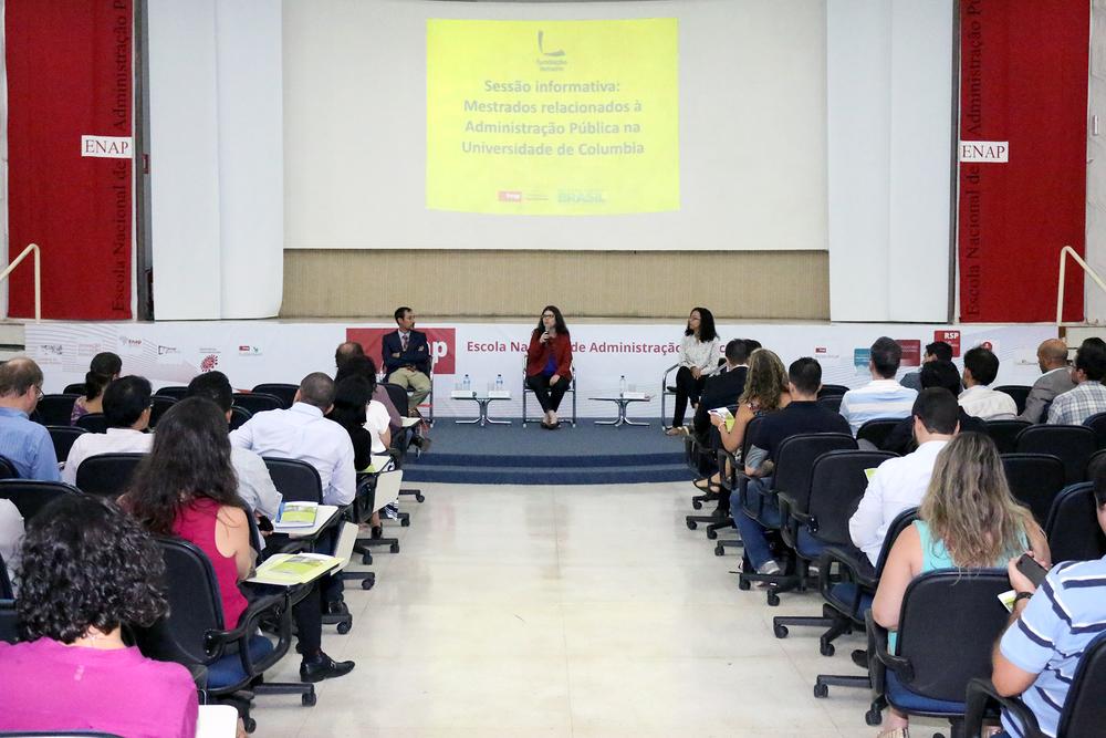 Aline Soares, ao centro, foi a anfitriã do encontro