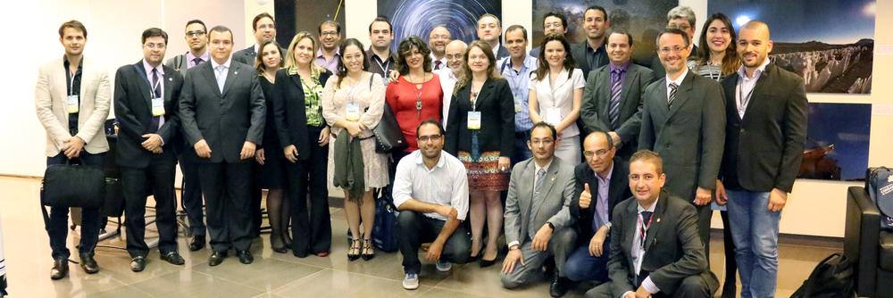 Dirigentes e colaboradores das entidades que integram a Federação, após debate sobre Estatuto