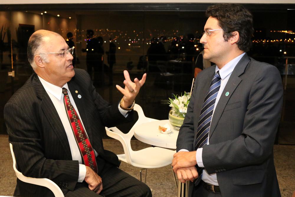 Deputado Pastor Eurico em diálogo com o Diretor Alex Canuto