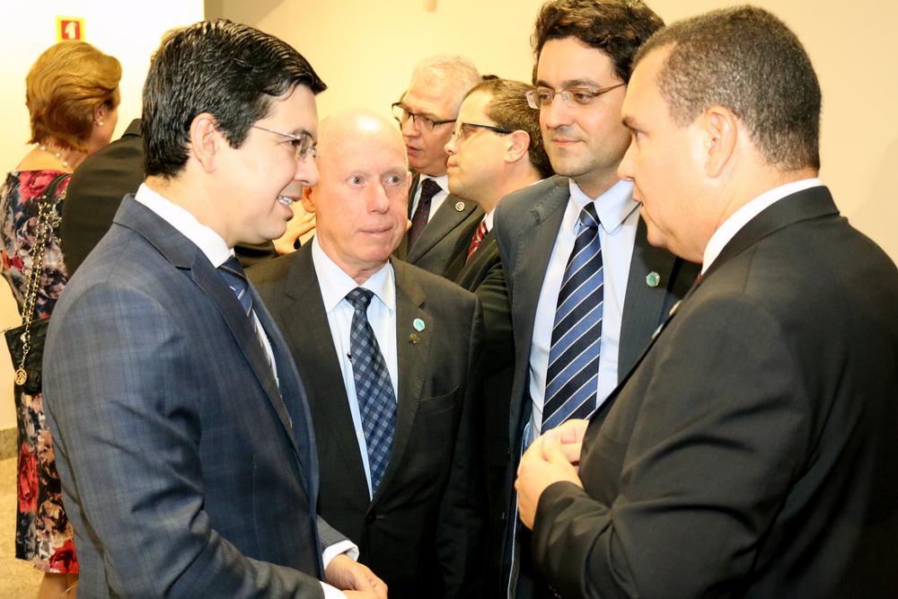 Senador Randolfe Rodrigues conversa com João Aurélio, Alex Canuto e com o Presidente do Fonacate, Roberto Kupski